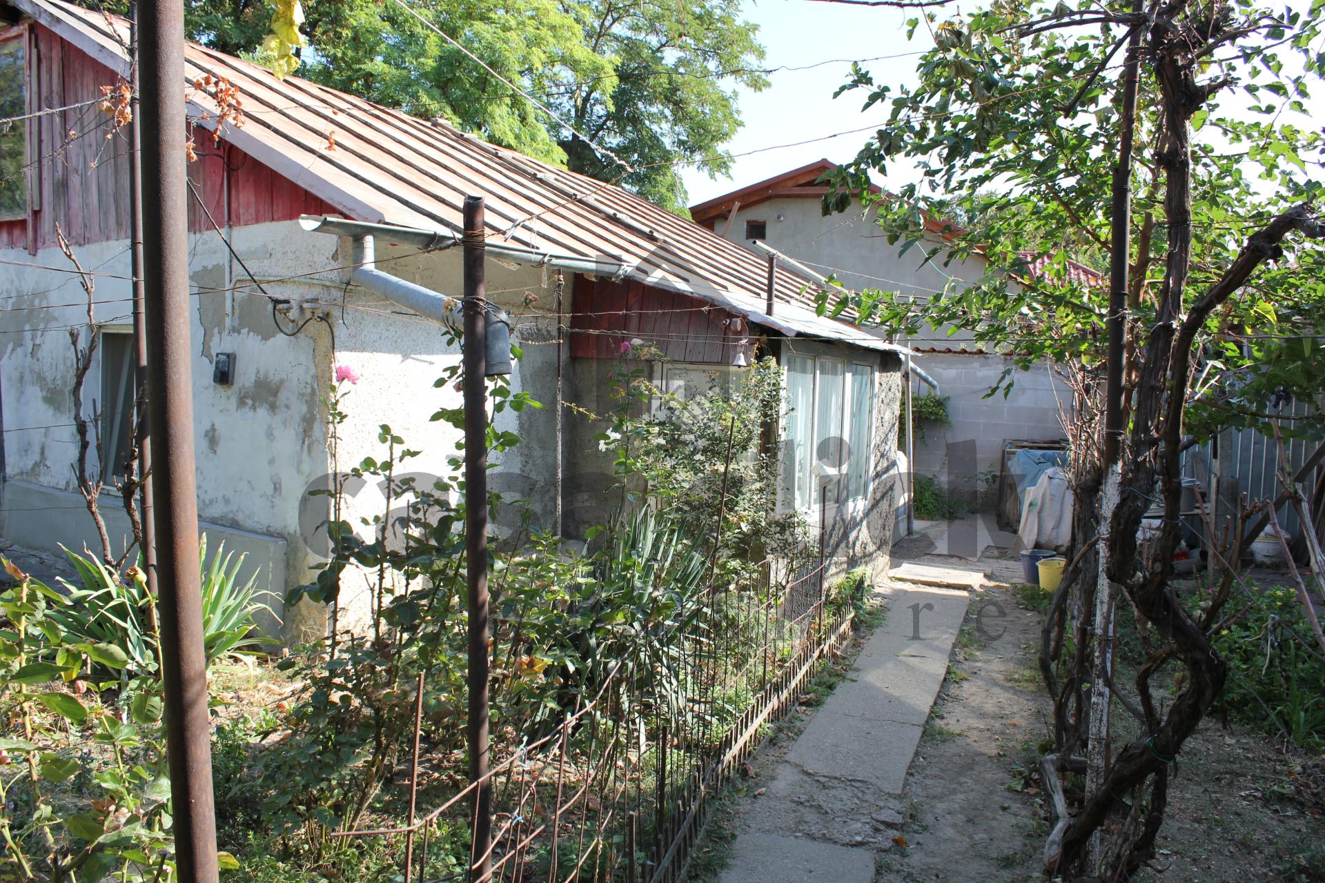 Casa strada Nenitescu cu constructie inceputa