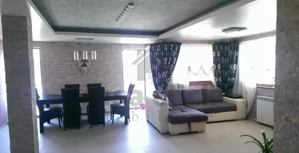 Vila,mobilata si utilata modern, design interior deosebit, sat Costi